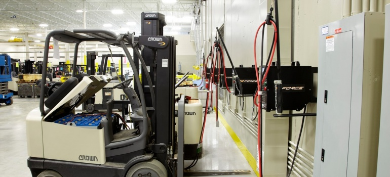Forklift Batteries: Conventional vs. Opportunity vs. Fast Charging
