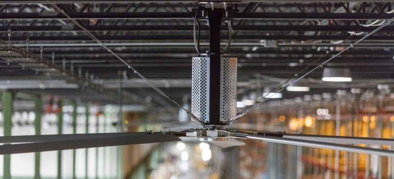 HVLS Fans–Beat the Heat with a Breeze!